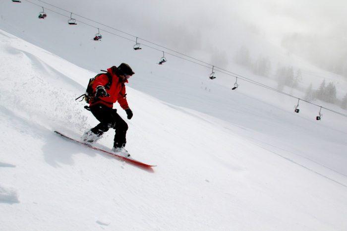 Skier en poudreuse : Tous les conseils pour s'évader en sécurité dans la poudre