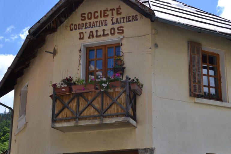 village-d-allos-entree-parc-du-mercantour