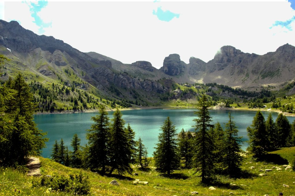 lac-allos-mercantour-alpes-du-sud-parking-du-laus-la-cluite-allos-lake-mont-pelat