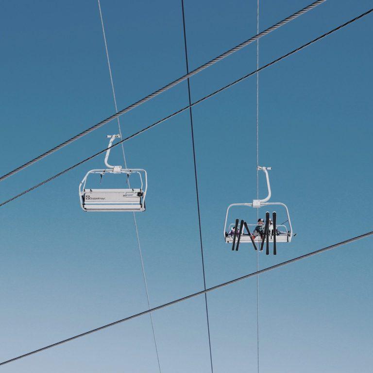 geste-barriere-station-de-ski-crise-coronavirus-hiver2020