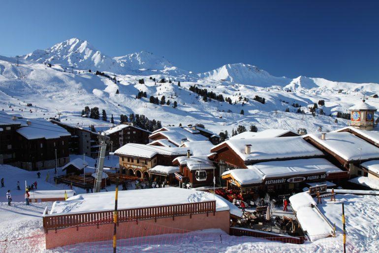 montchavin-lescoches-savoie-la-plagne-ski-resort-alpes-montagne-activités-hiver-2021