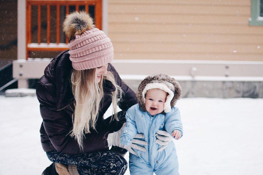 ski-savoie-alpes-tenue-jacket-mask-check-list-suitcase-list-polarized-sunglasses-gloves-boots-afterski-holidays-dress-skisuit-boots-skishoes-baby-family