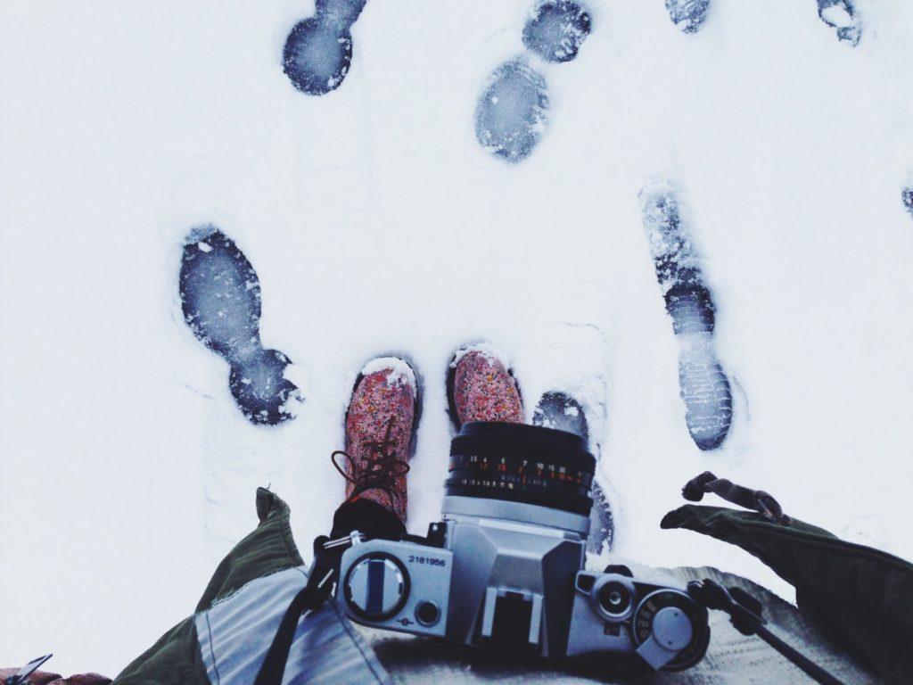 ski-savoie-alpes-tenue-jacket-mask-check-list-suitcase-list-polarized-sunglasses-gloves-boots-afterski-holidays-dress-skisuit-boots-skishoes-camera-accessories