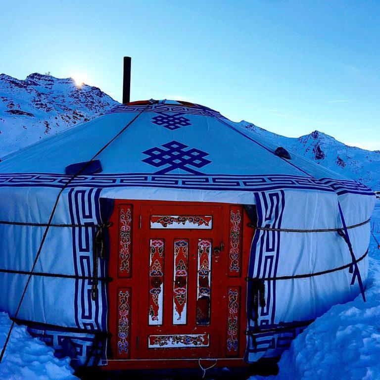 val-thorens-ski-savoie-alpes-du-nord-3-vallées-domaine-skiable-vacances-hiver-activités-neige-station-de-ski-funitel-du-peclet-chalet-de-la-marine-yourte-mongolie-repas-insolite