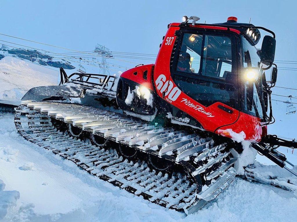 val-thorens-ski-savoie-alpes-du-nord-3-vallées-domaine-skiable-vacances-hiver-activités-neige-station-de-ski-funitel-du-peclet-damneuse-insolite