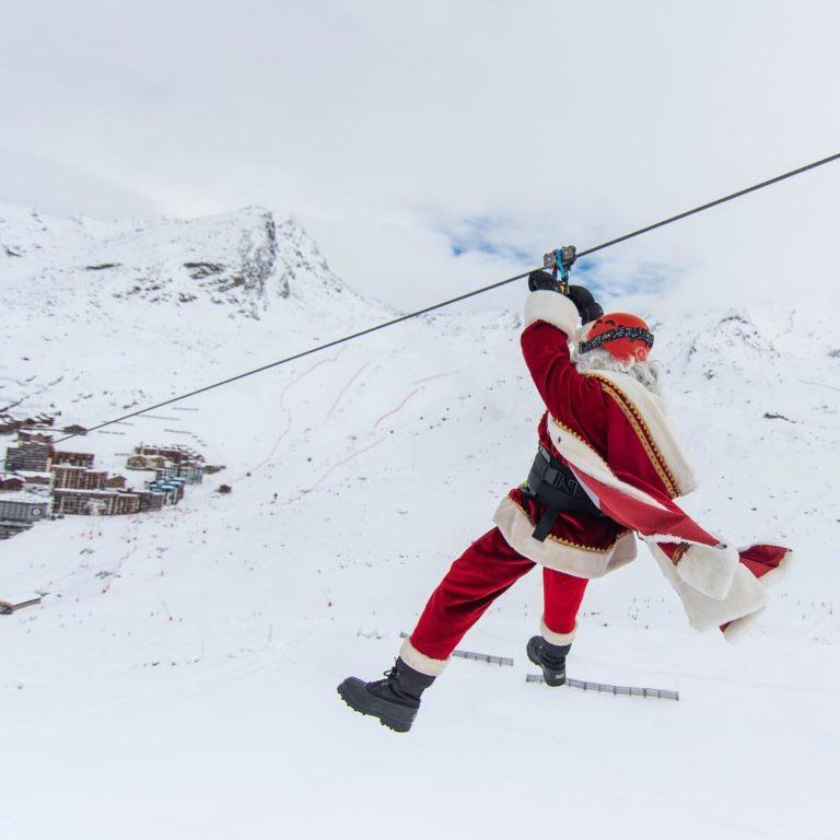 val-thorens-ski-savoie-alpes-du-nord-3-vallées-domaine-skiable-vacances-hiver-activités-neige-station-de-ski-funitel-du-peclet-tyrolienne-bee-flying-christmas