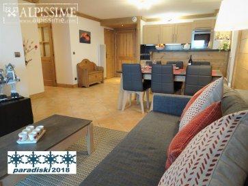 :Appartement de standing, piscine, parking, skis aux pieds,